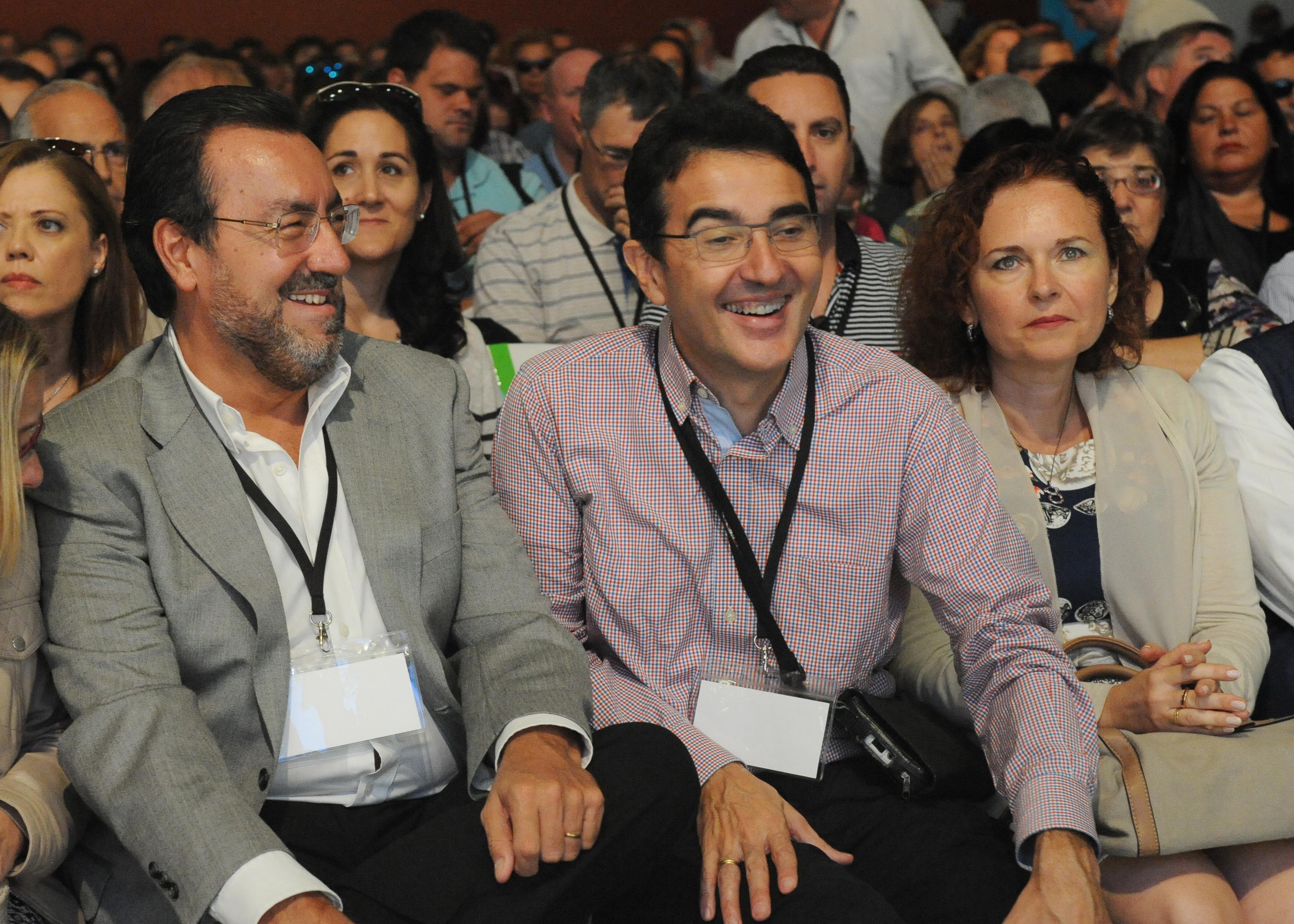 Andrés Ramos junto a su mujer Reyes y Miguel Carballeda en el IX Congreso de UP