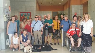 Foto del grupo al finalizar la sesión a la puerta de la Dirección de Zona de Alicante.jpeg