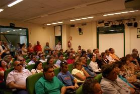 Asistentes a la asamblea de UP en Huelva