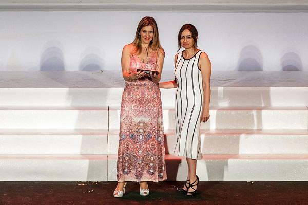 Susana Sánchez recoge el premio de ILUNION Contact Center BPO.JPG
