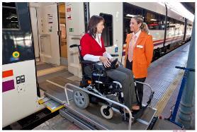 Llegada a la estación pasajera en silla de ruedas