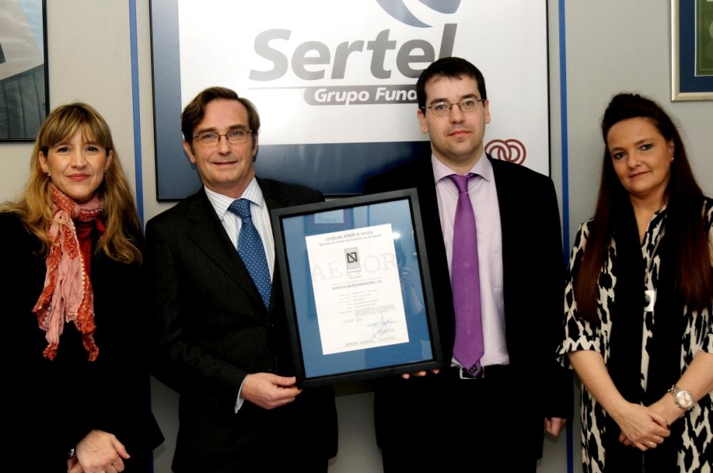 Entrega de la Certificación AENOR a los responsables de Sertel