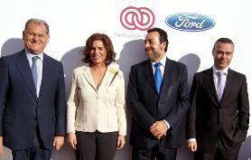 Miguel Carballeda Ana Botella y responsables de Ford
